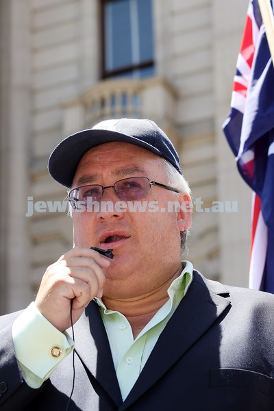 Rally to support Israel. Victorian Parliament House. 4-1-09. Michael Danby. photo: peter haskin