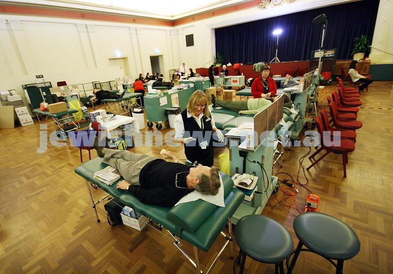 10/6/09. MDA - Victorian Jewish blood drive at Glen Eira town hall. photo: peter haskin.