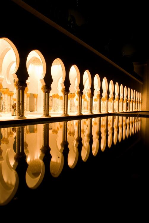 REFLECTION - GRAND MOSQUE (ABU DHABI)