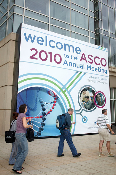 Chicago, IL - ASCO 2010 Annual Meeting: General views at the American Society for Clinical Oncology Annual Meeting here today, Friday June 4, 2010. Over 25,000  physicians, researchers and healthcare professionals from over 100 countries are attending the meeting which is being held at the McCormick Convention center and features the latest cancer research in the areas of basic and clinical science. Date: Friday June 4, 2010 Photo by © ASCO/Todd Buchanan 2010 Technical Questions: todd@toddbuchanan.com; ASCO Contact: photos@asco.org