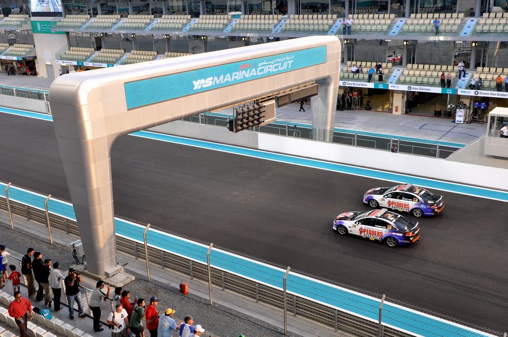 YAS MARINA CIRCUIT (ABU DHABI U.A.E.)   V8 400 SUPERCARS FROM AUSTRALIA