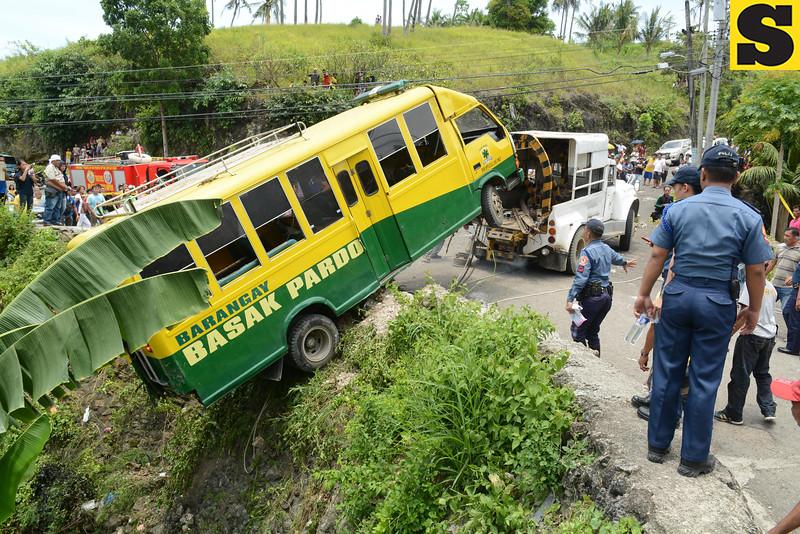 Basak Pardo bus fell off ravine