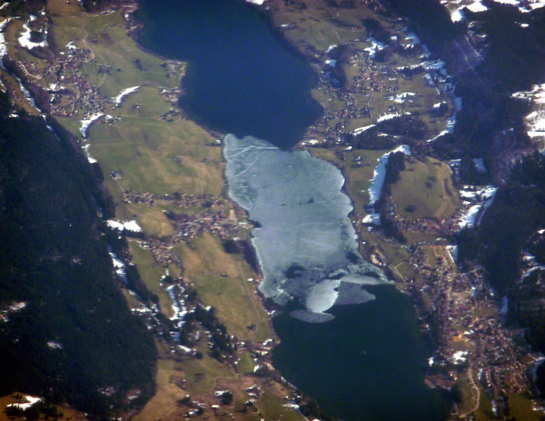 Lac de Saint-Point half frozen, France