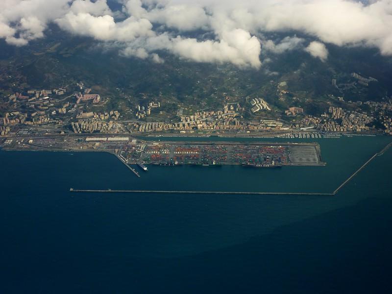 Genova, VTE terminal container, Voltri, Prà, Palmaro, autostrada dei Fiori.