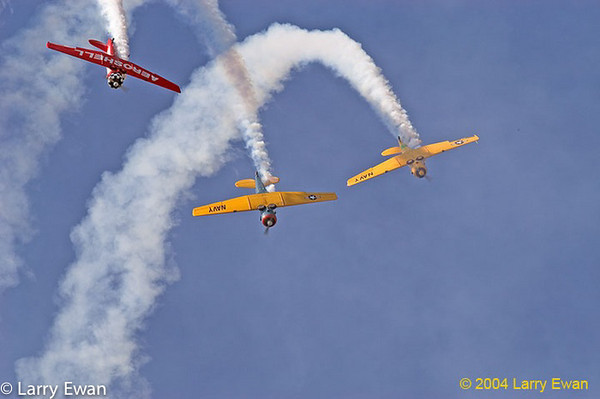 Aeroshell aerobatics team flying T6/SNJs.