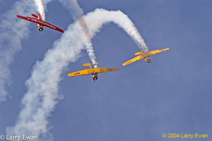 Aeroshell aerobatics team flying T6/SNJs.