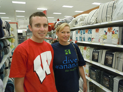 Alex and Lisa shop for sheets and pillows