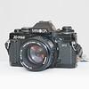 Mijn tweede echte camera. De Minolta X700. Op de foto met het lichtsterke 50mm 1:1.2 objectief. Deze camera is letterlijk de hele wereld overgesleept... Nu praktisch ongebruikt, de camera is analoog.