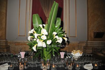 Floral arrangement photo by Rob Rich © 2010 robwayne1@aol.com 516-676-3939