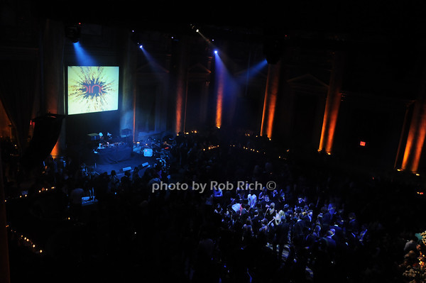 Atmosphere @ Cipriani<br /> photo by Rob Rich © 2010 robwayne1@aol.com 516-676-3939
