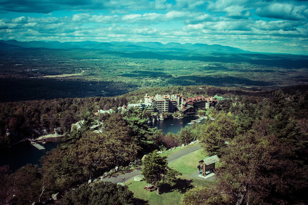 Old look of a photo from above of Mohonk Lake & Hotel