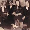 Tante Klärchen, Mutti, Vater, Tante Hilde, ihr Mann Onkel Walter und vorn Onkel Karl, Tante Hildes Bruder