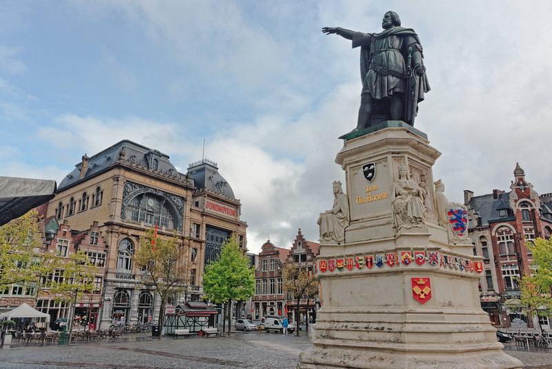 A main square with statue of Jacob Van Artevelde.