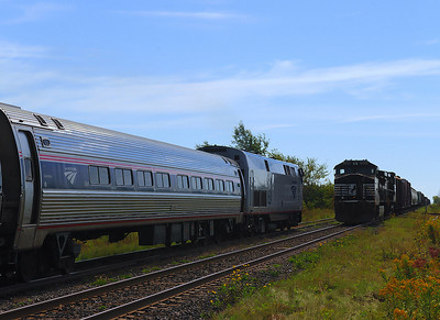 Amtrak #68 & Canadian National #528(D&H 931) Lacadie Qc