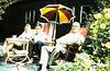 Met Henk Aalders in de tuin Terrasweg 38, later 48.