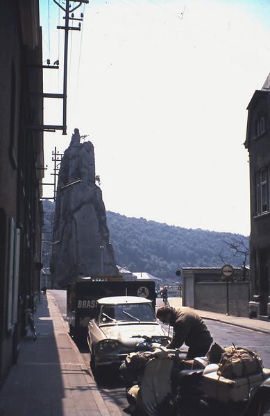 1965 Veldwerk in Frankrijk.<br /> Heenreis: Ton Vermaas in Bouillon.