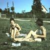 Bezoek uit het dorp:<br /> Babette en Monique.