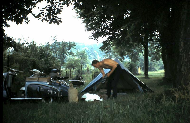 1966 01 Heenreis. Met Ton Vermaas op camping Verdun.