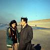 1967 06 Met Jacintha Gall op het strand.