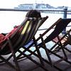 1968 19. Vriendin Martine bij de pier in Brighton.