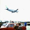1985 06 Na de hangars naar de spotterplaats bij de landingsbaan
