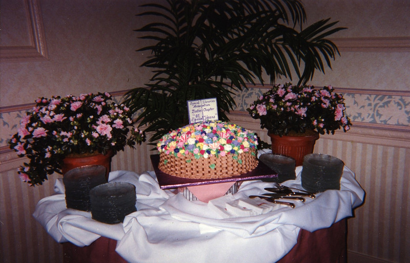 """A special cake for """"85 Special Years."""""""