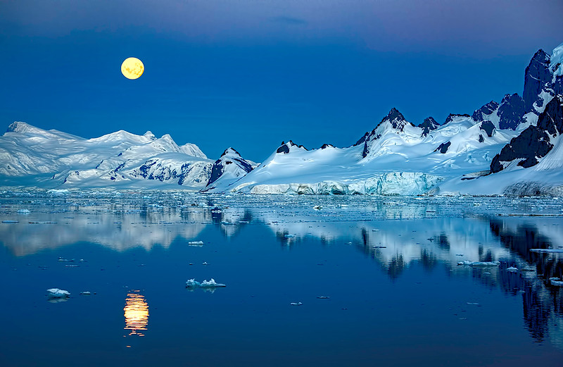 Moonrise over Antarctica
