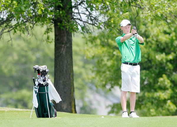 Rylan Denney uses a rangefinder to determine the distance left to the pin for his second shot on the first hole.