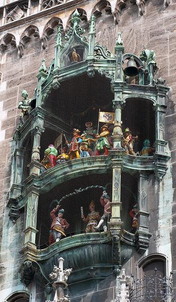 HDR: Glockenspiel, Rathaus, Munich, Germany.