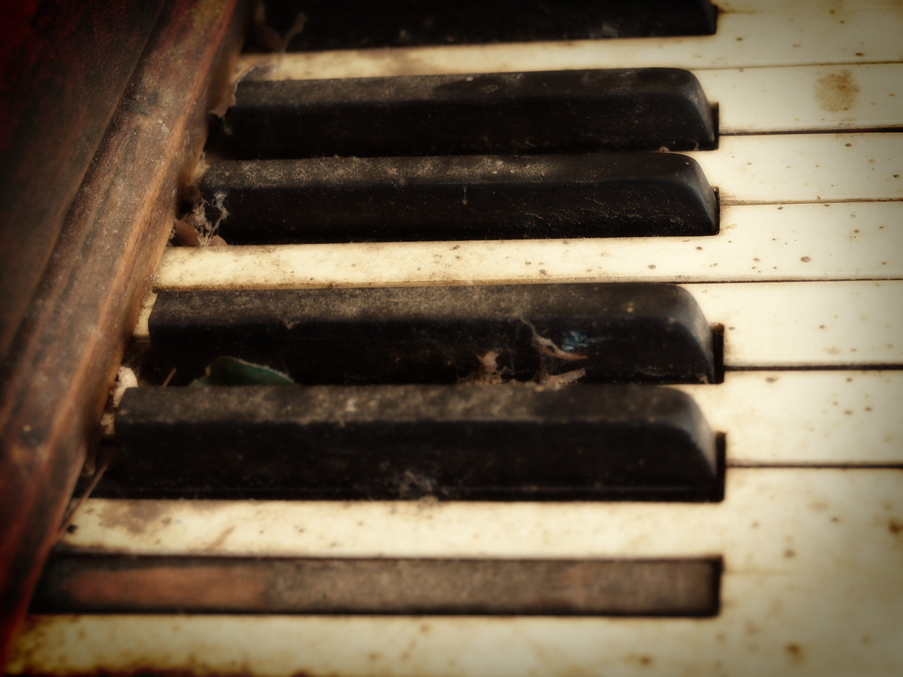 Old Piano Keys  Order Code: B33