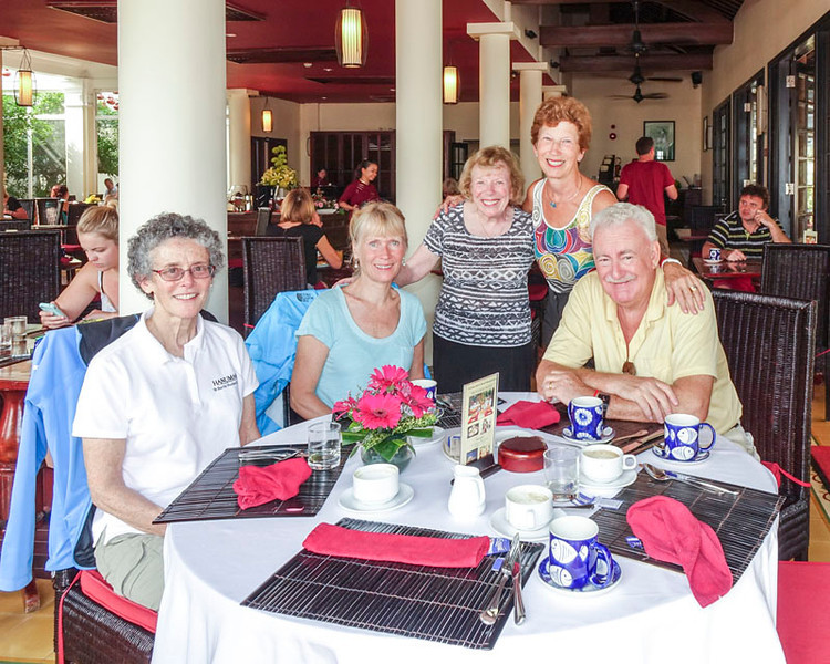 CINDY, EILEEN, AND INA COME TO VISIT US FOR BREAKFAST IN HOI AN.