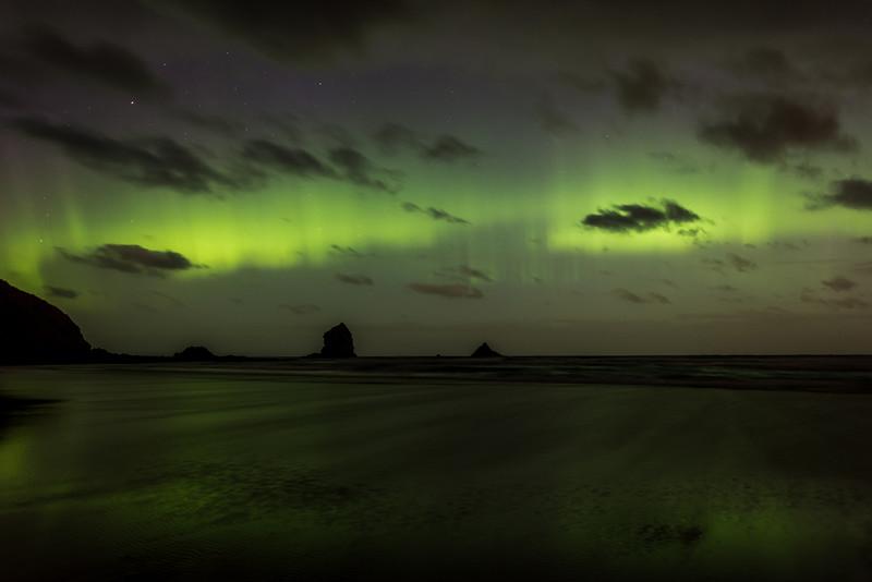 Aurora australis over Sandfly Bay, Dunedin. 7 January 2015 h23:48