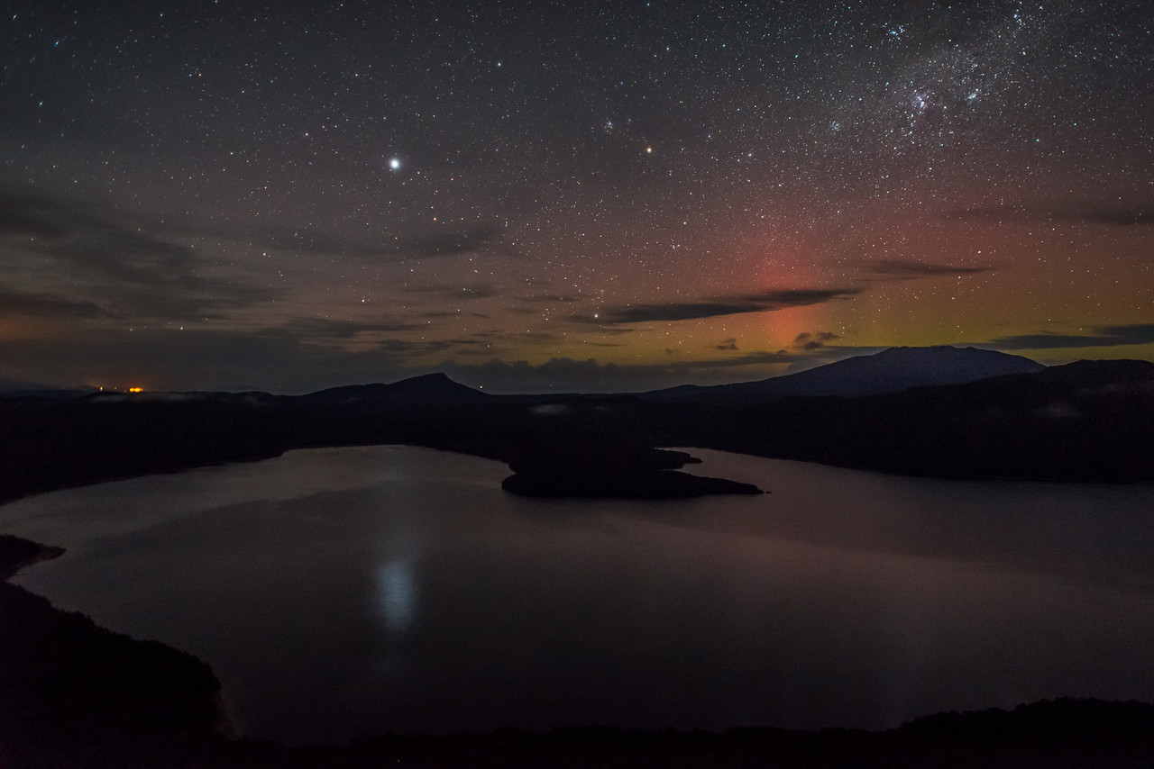 Aurora australis over Lake Hauroko. Oblong Hill Lookout.