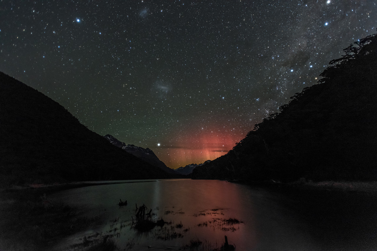 Aurora australis over Lake Howden