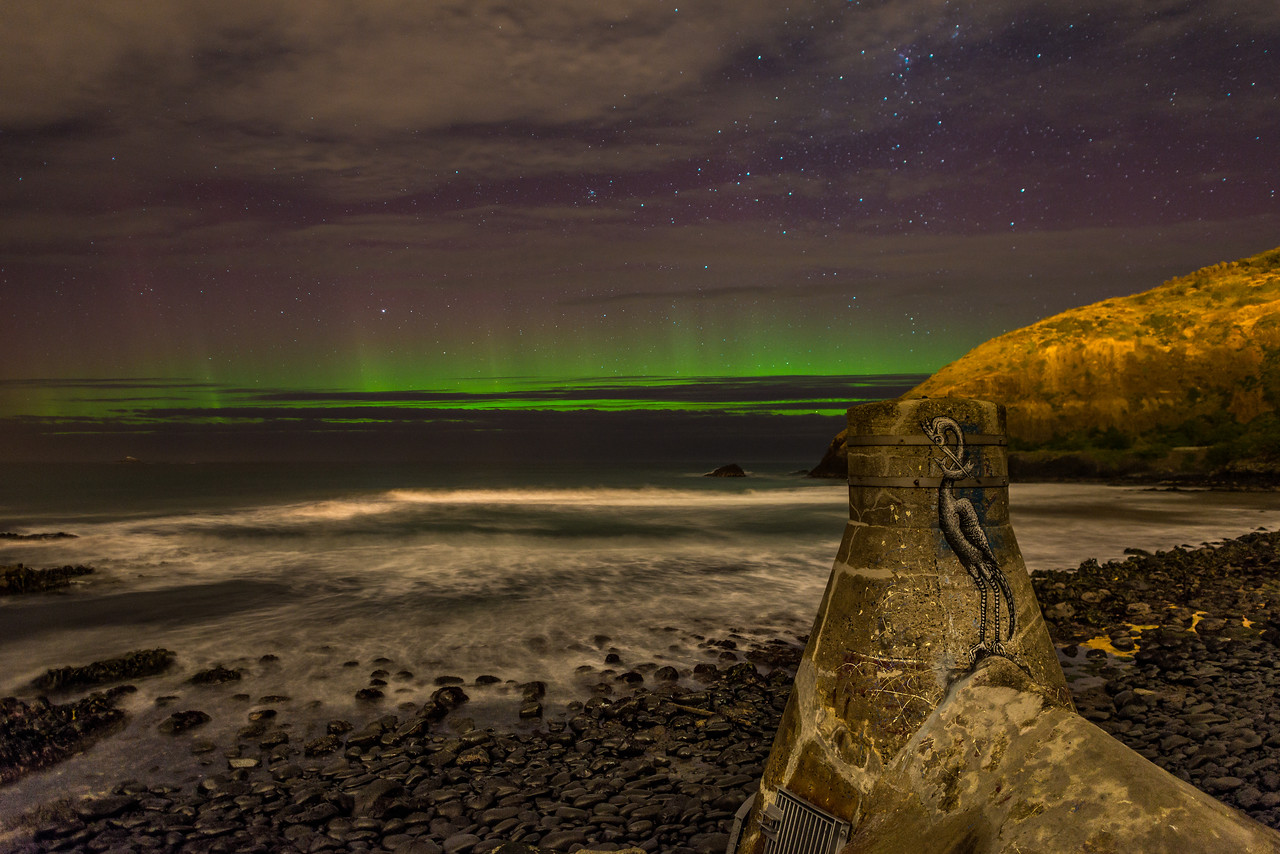 Aurora australis. Second Beach, St Clair, Dunedin. 27 August 2014, h21:31