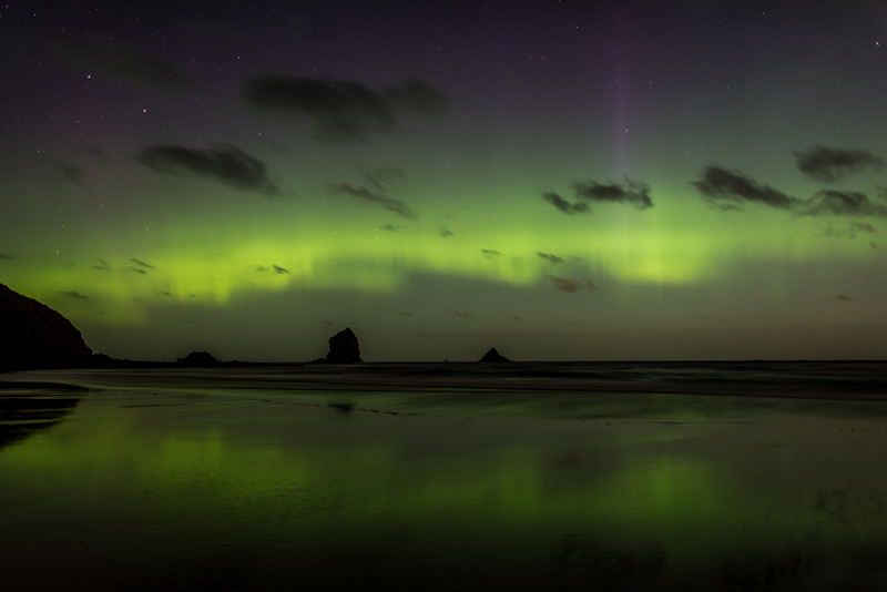 Aurora australis over Sandfly Bay, Dunedin. 7 January 2015 h23:40