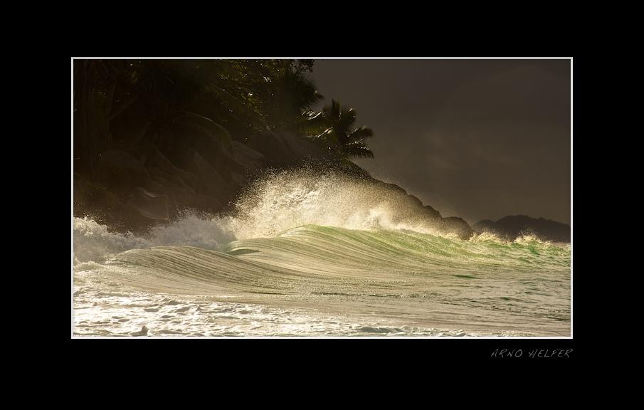 Breacking waves, Waves hit Anse Potates - La Digue,  Seychelles