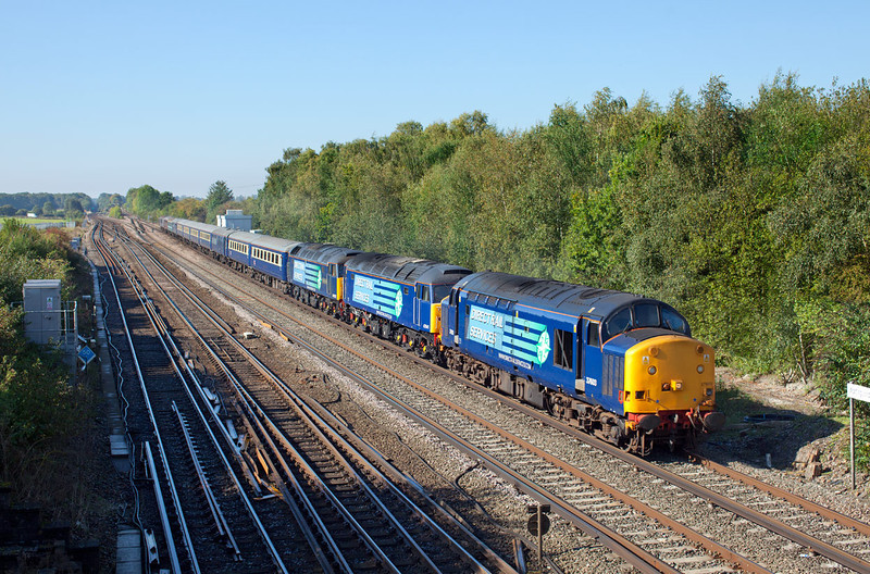 37603 thunders past Worting Junction dragging 47841&47802 on a stunning late September morning. The train is the 5Z61 09.41 Eastleigh-Crewe Cruise Saver ECS. 28.9.11