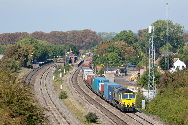 Taken with a 300mm Canon F4 lens. 66501 passes Cholsey with 4O51 09.58 Wentloog-Southampton Martime Freightliner service.2.9.11