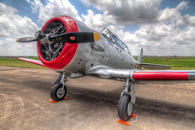 North American AT-6 Texan The AT-6 Texan was a popular plane for most pilots during World War 2, since pilots trained in the Texan before moving on to other aircraft.