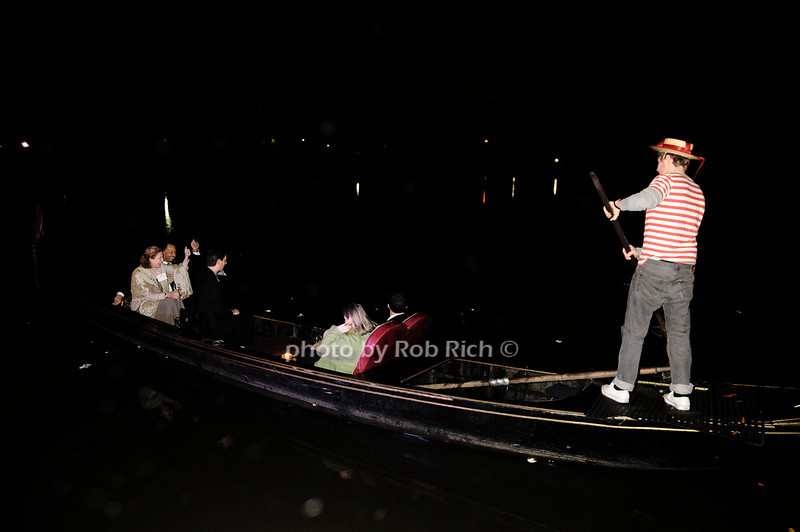 gondola<br /> photo by Rob Rich © 2009 robwayne1@aol.com 516-676-3939
