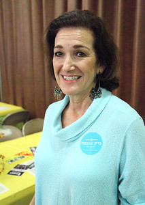 """Bonnie Ivancic displays her round blue sticker which reads """"Barack Obama"""" in phonetic Hebrew. photo by Ray Riedel"""