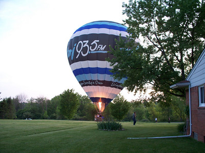 Balloon Landing in Yard 25-May-2010