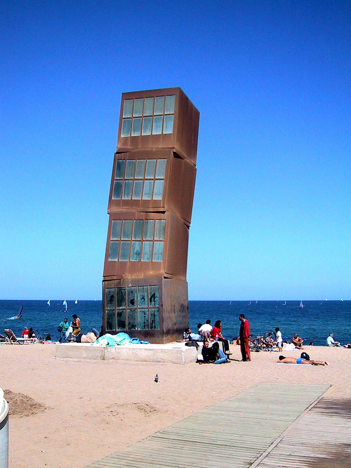 Leaning tower of .... Barcelona?