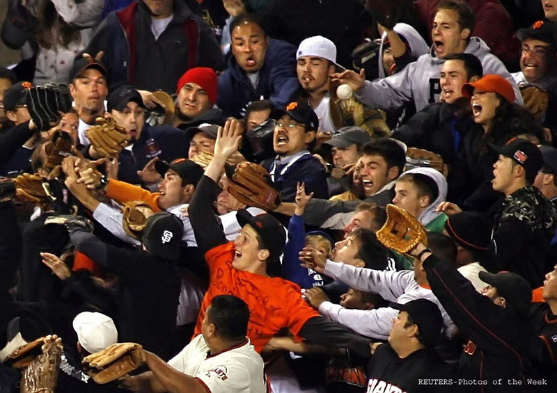 Fans in centerfield scramble to catch Barry Bonds' record 756th homerun on August 7, 2007 at AT&T Park in San Francisco.  Reuters/Dino Vournas