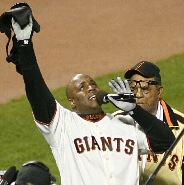 Barry Bonds, with his godfather Willie Mays beside him, gives an emotional address after hitting his record 756th home run at AT&T Park, San Francisco, August 7, 2007.  Reuters/Dino Vournas