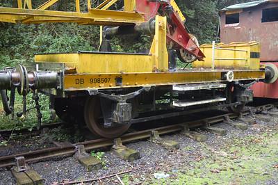 Crane Runner for DRS 81335 is DB998507 ex PDR 25/08/14.