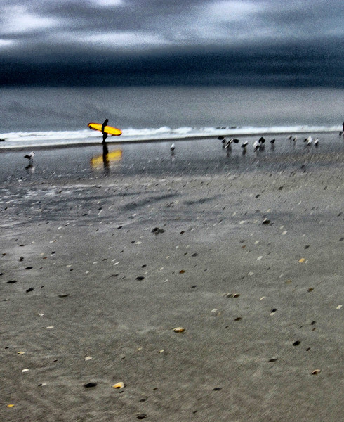 Warm at 4pm with a front moving in, the surfers are sadly forced back when the dark clouds move over.