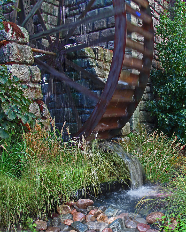 Yes, a creek, pond and a water wheel all in the lobby of Bellagio.