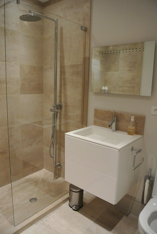 Ground Floor Shower Room (Off rear lobby)